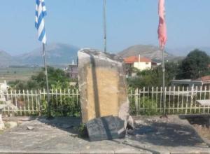 Αλβανία: Ανατίναξαν το μνημείο του αγωνιστή Θύμιου Λιώλη κι έγραψαν «Τσαμερία» [pics]