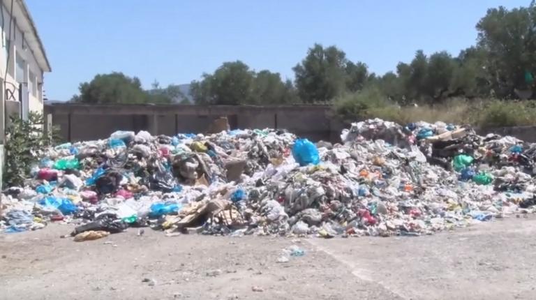 Μεσσηνία: Τα σκουπίδια πνίγουν τον Μελιγαλά – Εκρηκτικό κοκτέιλ μικροβίων στον καύσωνα – video