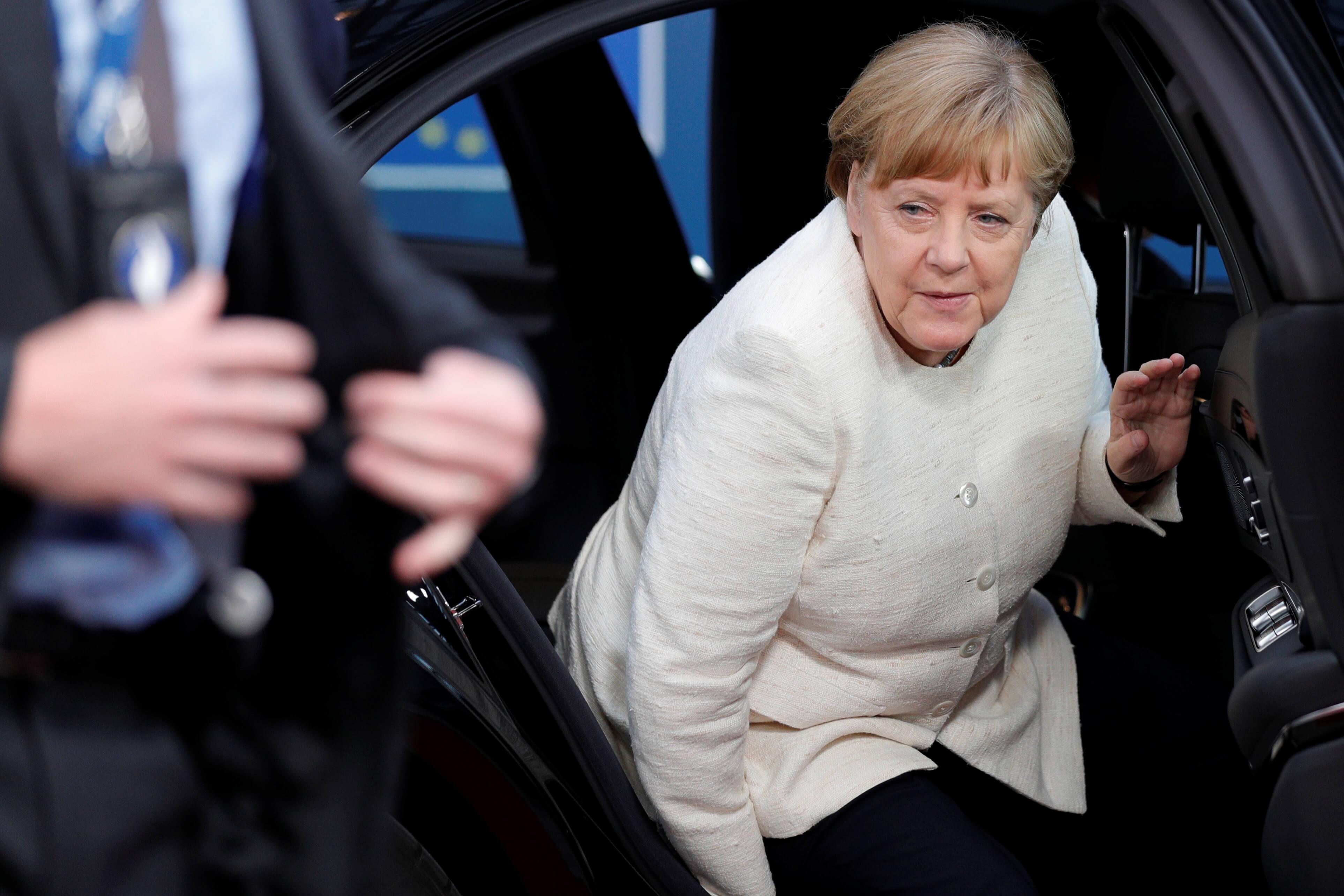 Die Welt: Η Μέρκελ επιστρέφει στο Βερολίνο τριπλά ταπεινωμένη