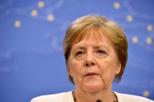 Μέρκελ: Με κόκκινα μάτια μετά τη Σύνοδο Κορυφής! [pics]