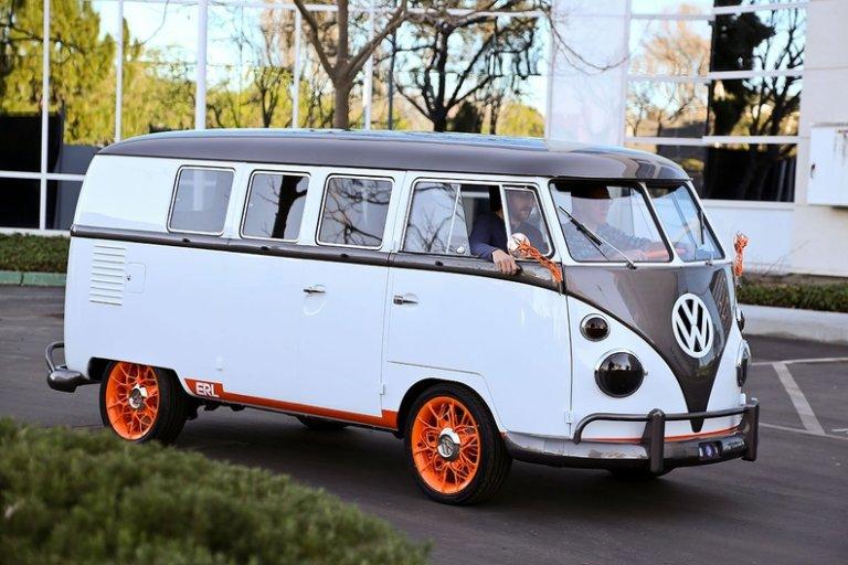 Ένα VW Microbus του 1962 μας δείχνει το μέλλον! [vid]