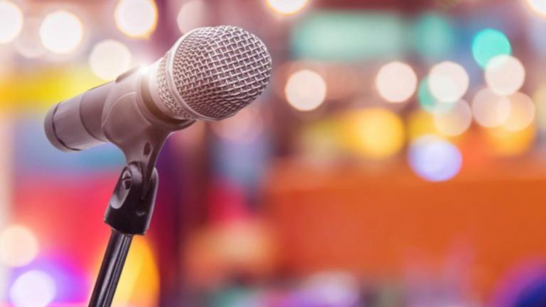 Γνωστός τραγουδιστής θα πρωταγωνιστήσει σε δραματική σειρά για το AIDS