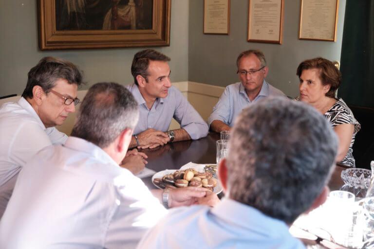 Εκλογές 2019: Ο Μητσοτάκης, το «κοινωνικό συμβόλαιο» και τα επιδόματα που δεν… κόβονται