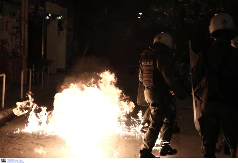 Επίθεση με βόμβες μολότοφ σε περιπολικό στη Χαμοστέρνας