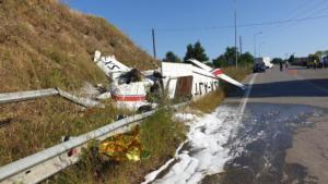 Γρεβενά: Εικόνες σοκ από τη «βαριά» προσγείωση μονοκινητήριου αεροπλάνου – video