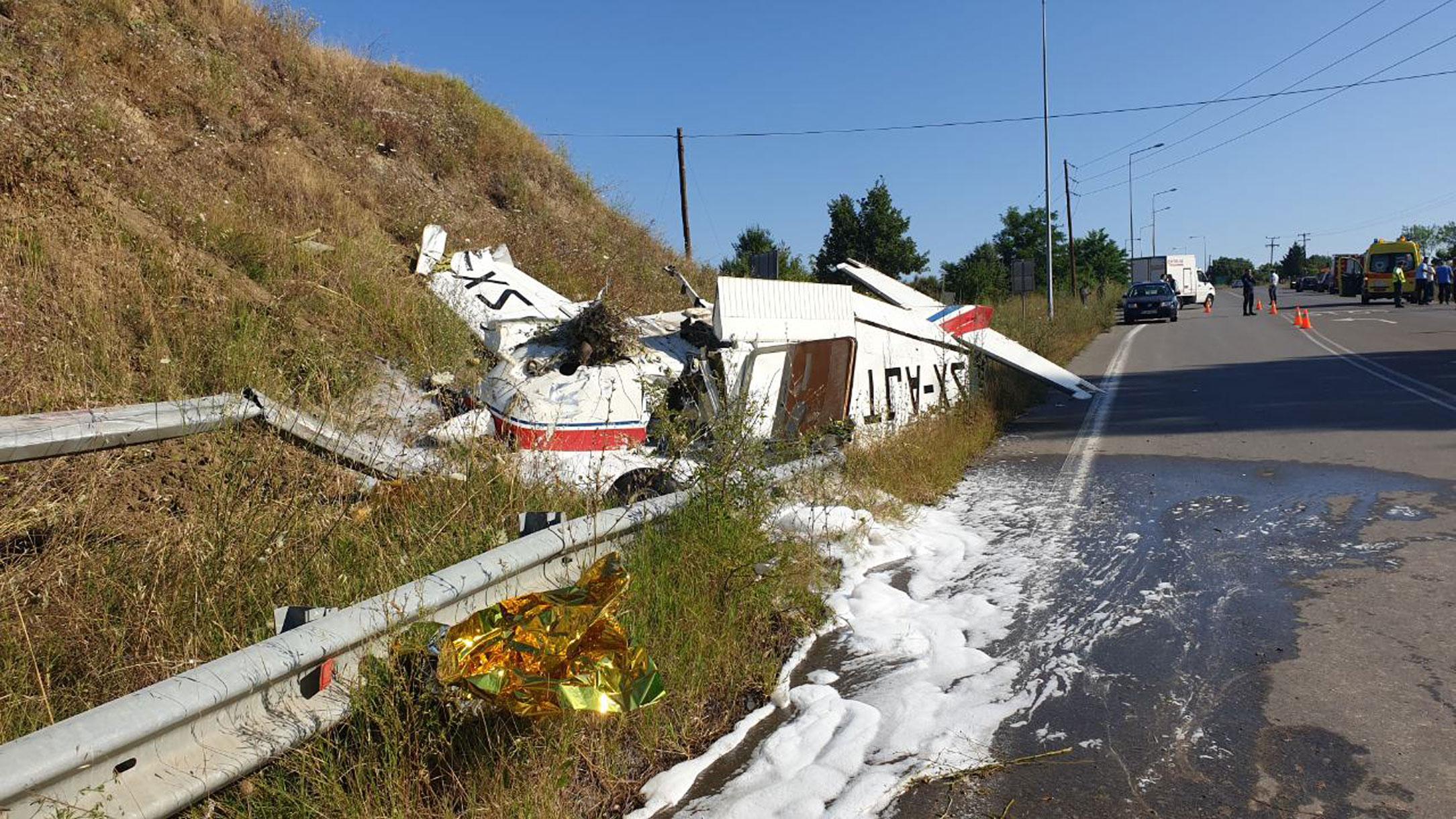 Εικόνες σοκ από την αναγκαστική προσγείωση μονοκινητήριου αεροπλάνου στα Γρεβενά!
