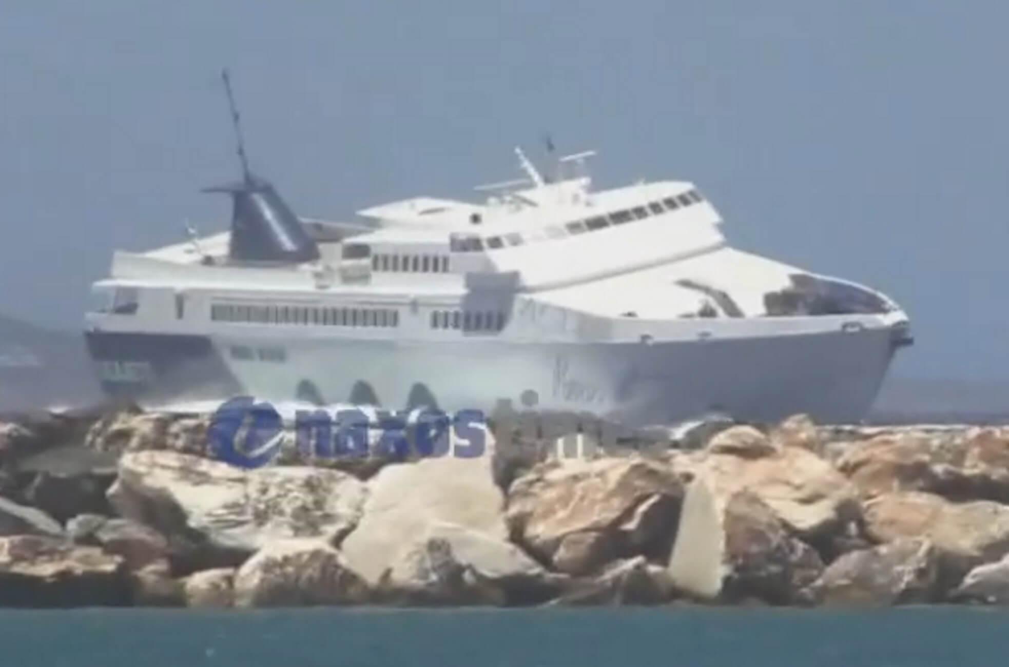 """Νάξος: Έγειρε το """"Paros Jet"""" στα μανιασμένα κύματα – Η μάχη των 9 μποφόρ που καθηλώνει – video"""