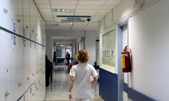 Σεισμός στην Αθήνα: Τραυματίστηκε 8χρονο αγόρι από πτώση καμινάδας – video