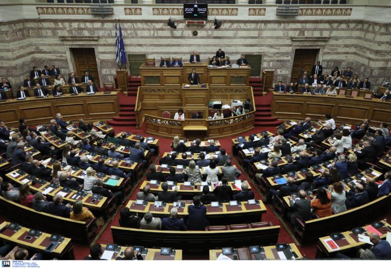Βουλή: «Πέρασε» το νομοσχέδιο για ΕΝΦΙΑ και 120 δόσεις – Ο… πρωτότυπος τρόπος ψήφισης