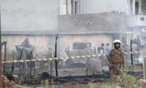 Τραγωδία στο Πακιστάν: 17 νεκροί από συντριβή στρατιωτικού αεροπλάνου