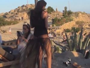 Μύκονος: Ο γάμος και οι καλεσμένες που ανέβασαν το θερμόμετρο – Έτσι επισκίασαν τη νύφη – video