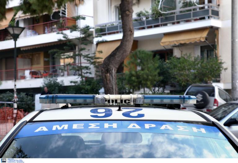 Έγκλημα στο Περιστέρι: «Εγώ τον σκότωσα» είπε ανοίγοντας την πόρτα στους αστυνομικούς
