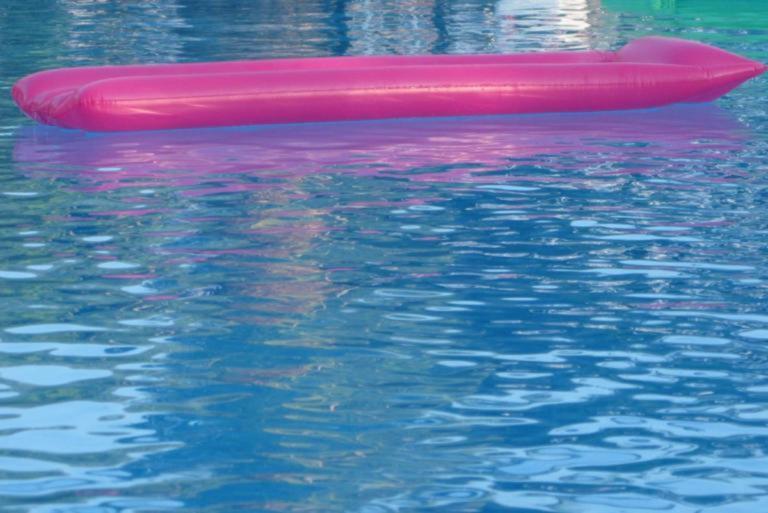 Τραγωδία στα Μάλια – «Έσβησε» στην πισίνα του ξενοδοχείου