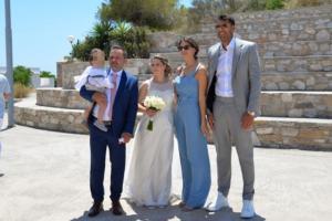 Σύρος: Ο Πρίντεζης ανέβηκε τα σκαλιά της εκκλησίας – Ο γάμος και η βάπτιση – video