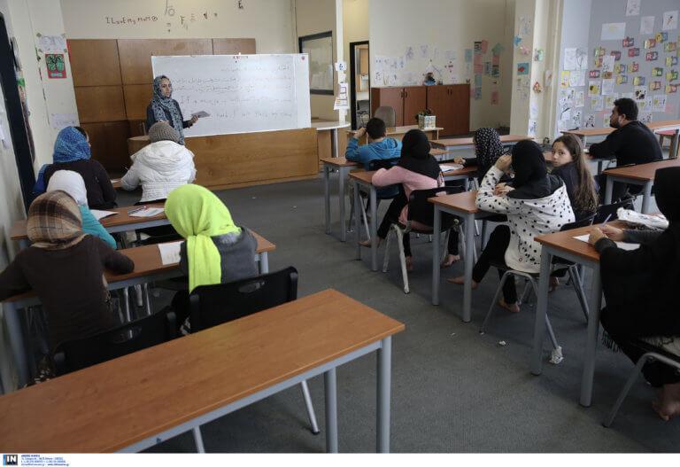 Ημαθία: Εξοπλίζουν με ηλεκτρονικούς υπολογιστές τα σχολεία που κάνουν μαθήματα τα παιδιά προσφύγων!