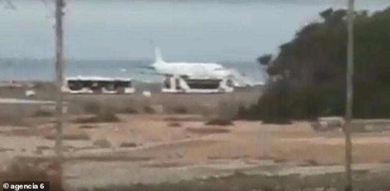 Τρόμος σε πτήση! Επιβάτες βγήκαν στον διάδρομο προσγείωσης ουρλιάζοντας!