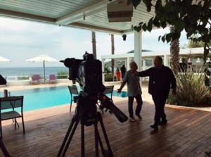 «Room Service, πλιζ»: ξεκίνησαν τα γυρίσματα της σειράς του Αλέξανδρου Ρήγα