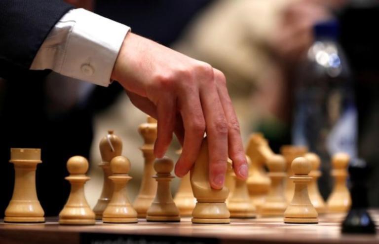 735.000 λίρες Αγγλίας για ένα… πιόνι σκακιού