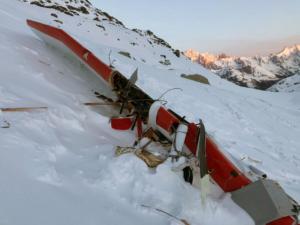 Κόβει την ανάσα η σύγκρουση τουριστικού αεροπλάνου με ελικόπτερο στις Άλπεις