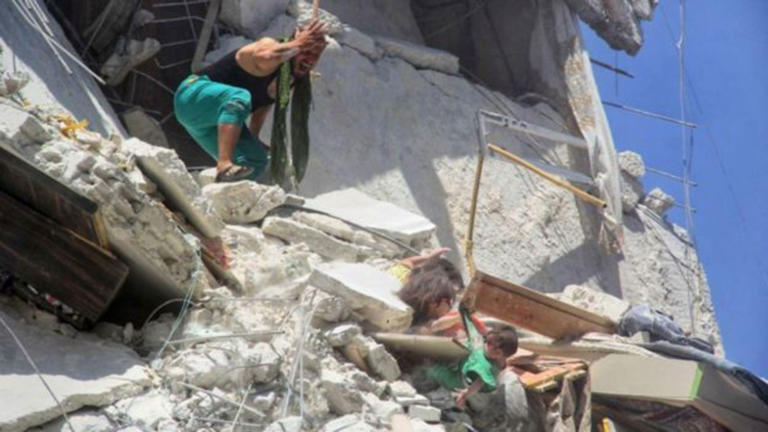Συρία: 5χρονο κορίτσι θυσιάστηκε για να σώσει την 7 μηνών αδερφούλα του – video