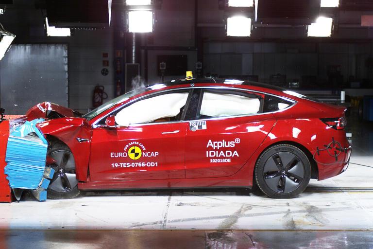 Πόσο ασφαλή είναι τα νέα Kia Ceed και Škoda Scala; [vids]
