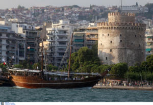 Θεσσαλονίκη: Μπήκε στο λιμάνι αυτό το σκάφος και έκλεψε την παράσταση – Οι εικόνες που εντυπωσιάζουν
