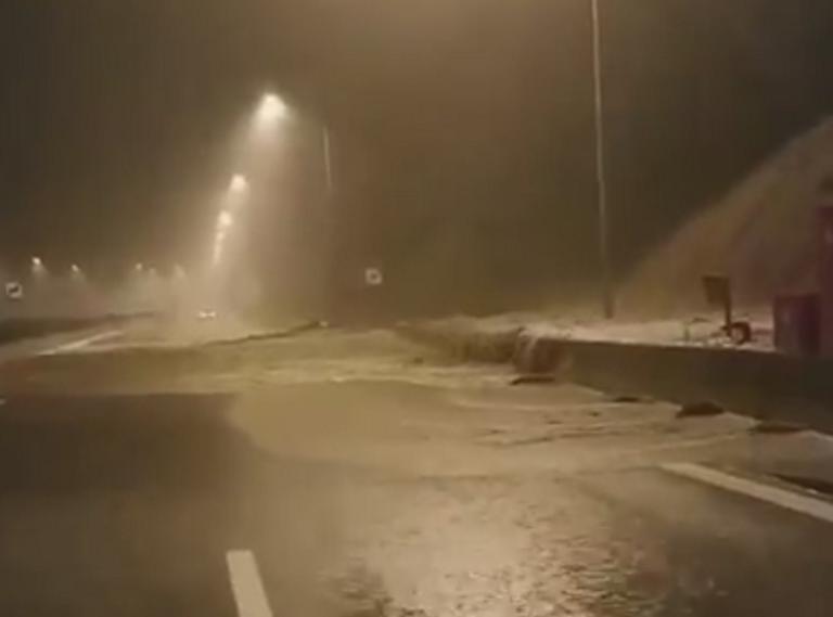 Καιρός: Αποκλεισμένοι στο τούνελ της Κλόκοβας – Απίστευτες εικόνες στην Ιόνια Οδό μπροστά στους οδηγούς – video