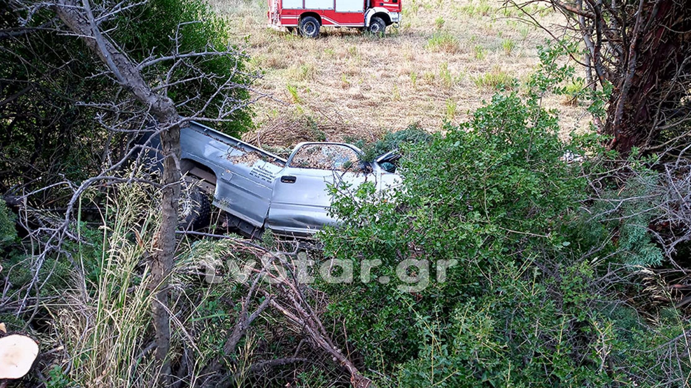 Βιοιωτία: Οδηγός σώθηκε από θαύμα – Καταπλακώθηκε από δέντρα και βγήκε σώος!