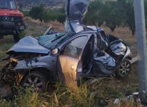 Λάρισα: Εικόνες που σοκάρουν σε φοβερό τροχαίο – Σκοτώθηκαν δύο νέα παιδιά – Διαλύθηκε το μοιραίο αυτοκίνητο [pics]