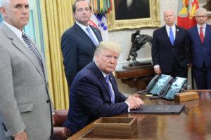 Τραμπ: Το Ιράν παίζει με τη φωτιά