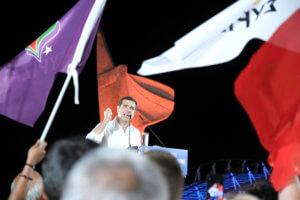 Η πόλωση που δεν ήρθε οδήγησε τον Τσίπρα σε ΣKAI και επίθεση σε Κώστα Καραμανλή