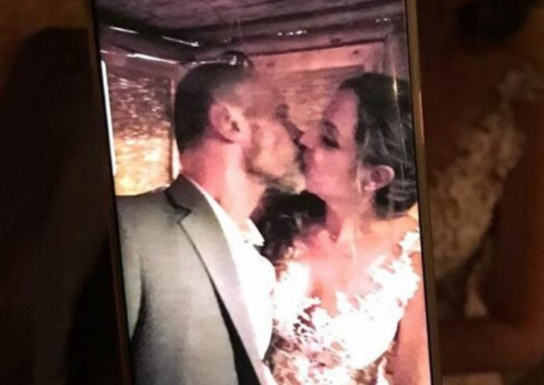 Ο Τζώνυ Θεοδωρίδης παντρεύτηκε την κατά 18 χρόνια μικρότερή σύντροφό του [pics,video]