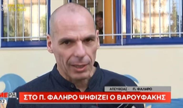 Εκλογές 2019: Ψήφισε στο Παλαιό Φάληρο ο Γιάνης Βαρουφάκης – video