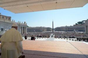 """Η Μαδρίτη καταγγέλλει """"ανάμιξη"""" του Βατικανού στο ζήτημα της εκταφής του Φράνκο"""