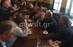 Μητσοτάκης: Χαλαρό καφεδάκι στην Βουλή μετά την ομιλία [pic]