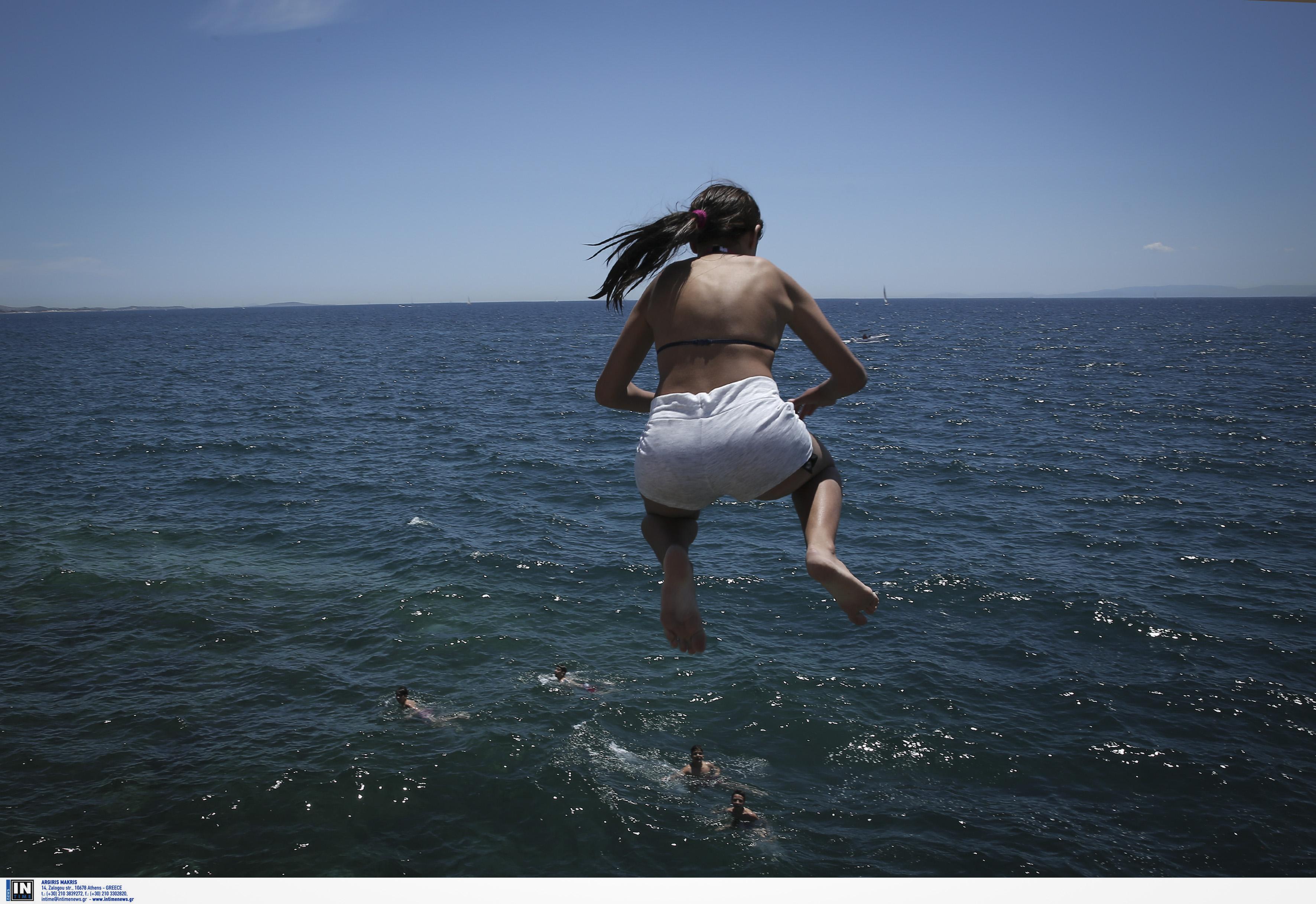 Αμοργός: Η βουτιά στη θάλασσα λίγο έλειψε να της στοιχίσει τη ζωή – Στο νοσοκομείο η 17χρονη!