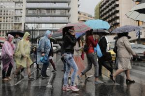 """Καιρός αύριο: Δεν τα… παρατάει ο """"Αντίνοος"""" με βροχές και καταιγίδες!"""