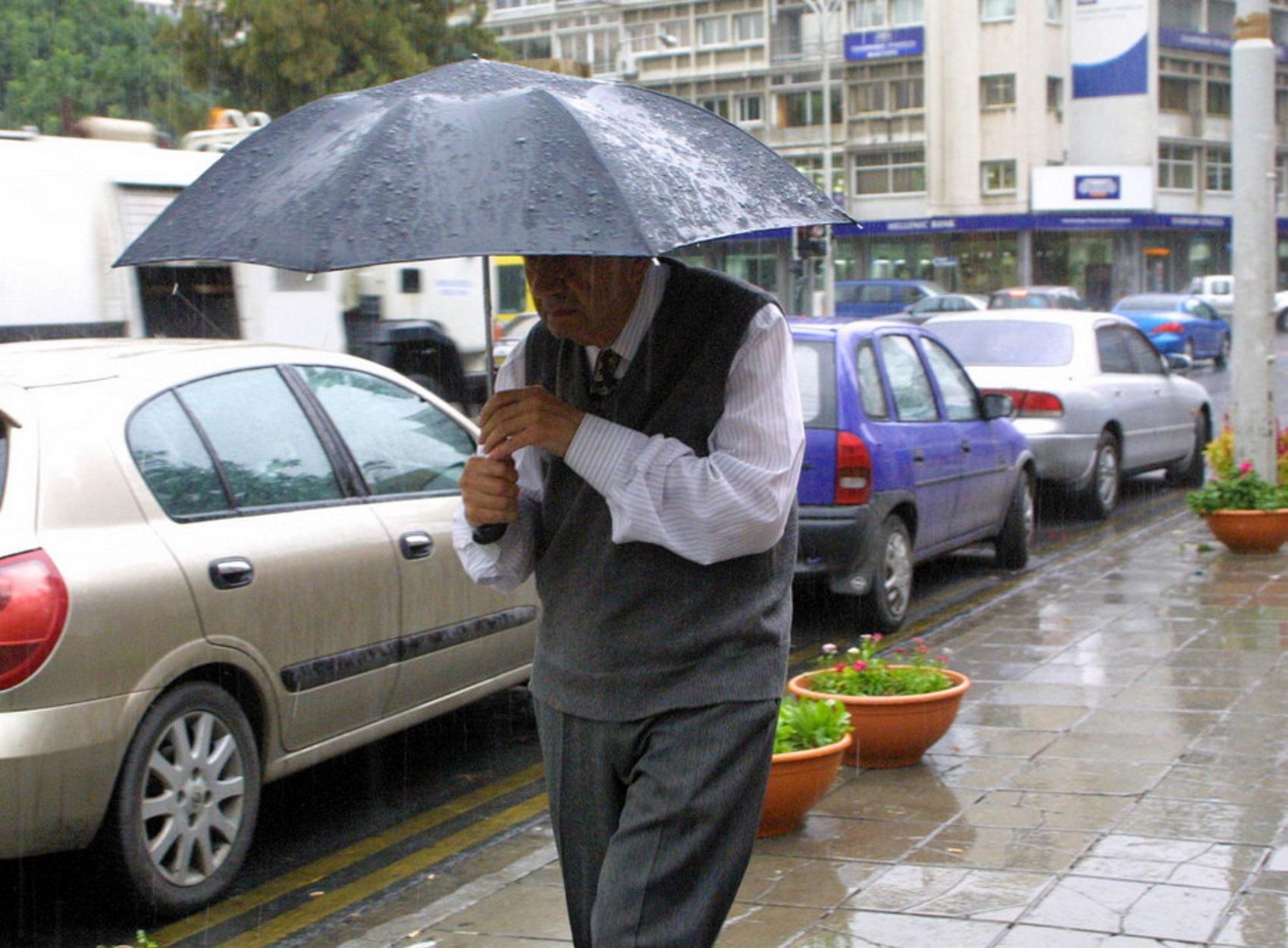 Καιρός – Θεσσαλονίκη: Μικροπροβλήματα σε δρόμους με διακοπές κυκλοφορίας από την έντονη βροχόπτωση