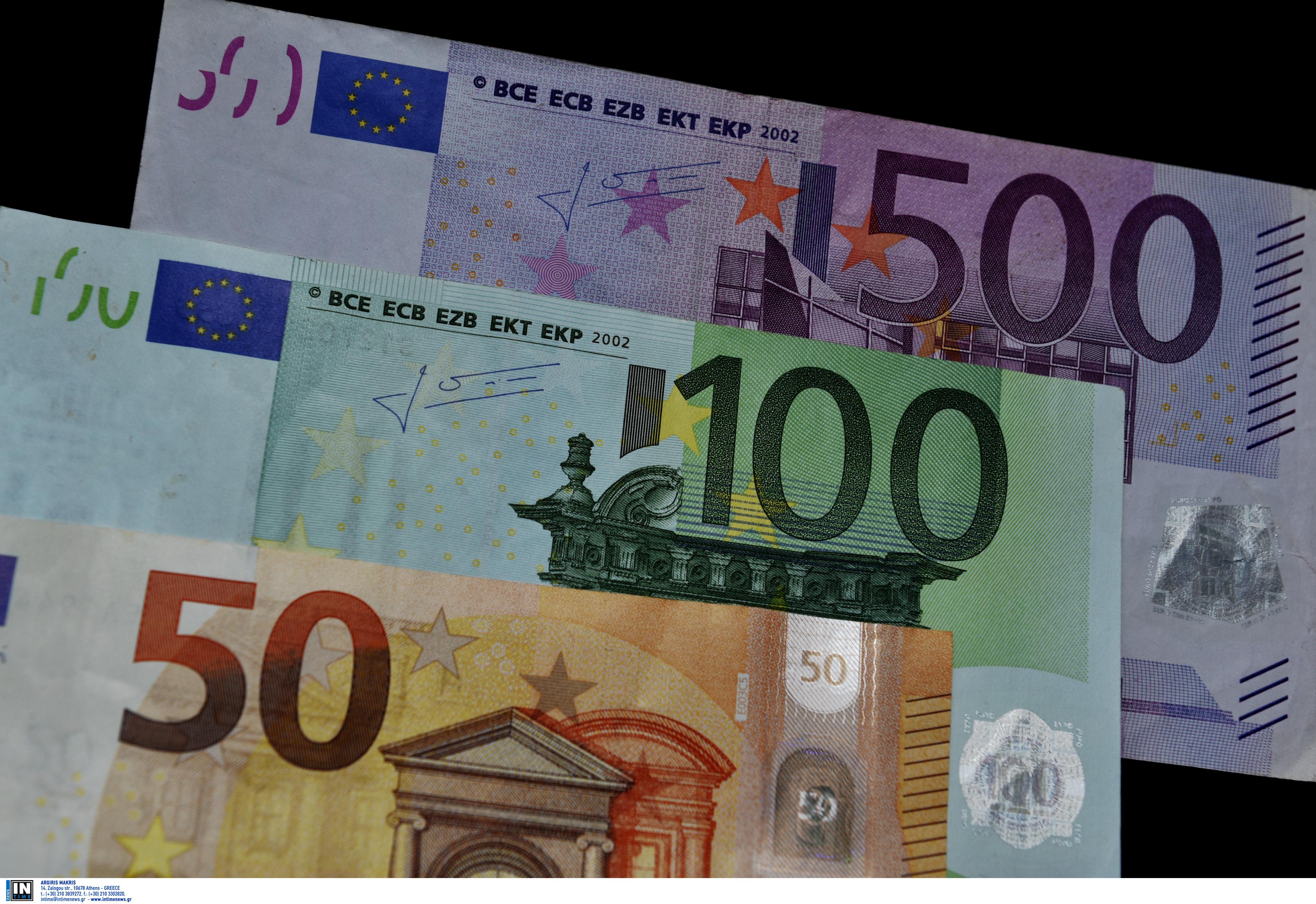 Λάρισα: Κλαιγόταν αλλά είχε βρει τον τρόπο να βάζει χρήματα στον τραπεζικό της λογαριασμό!