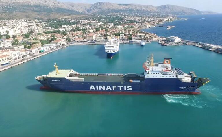 Χίος: Η… πιρουέτα του πλοίου «Πελαγίτης» στο λιμάνι του νησιού – Drone καταγράφει τα πάντα – video