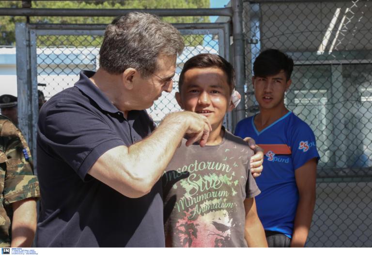 Λέσβος: Η αυτοψία του Μιχαλή Χρυσοχοϊδη στη Μόρια – Οι εικόνες που αντίκρισε [pics]