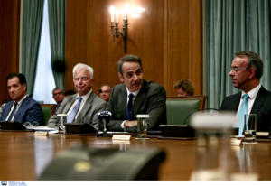 Φουλάρουν μηχανές για Ελληνικό και επενδύσεις, «φουλάρουν» και για τα νομοσχέδια στη Βουλή