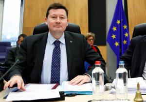 Κομισιόν: Παραιτείται ο Γενικός Γραμματέας