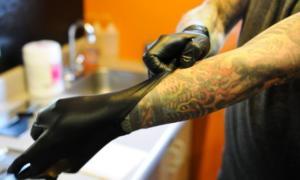 Σημάδια ότι τα μελάνια του τατουάζ είναι κακής ποιότητας