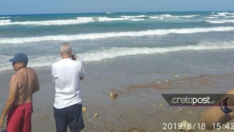 Μάχη με τα κύματα για 10χρονο! Αναποδογύρισε η βάρκα που πήγε για διάσωση!