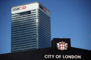 "HSBC: ""Ξηλώνει"" τον επικεφαλής και κόβει 4.000 θέσεις εργασίας"