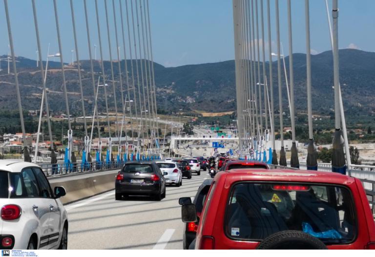Δεκαπενταύγουστος: Επιστρέφουν μαζικά οι εκδρομείς! 2.000 αυτοκίνητα την ώρα περνούν τα διόδια του Ρίου