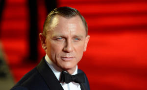 Ο Ντάνιελ Γκρεγκ, οι σωματοφύλακες και το νέο ρολόι James Bond