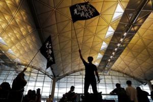 Χονγκ Κονγκ: Ματαιώθηκαν οι πτήσεις λόγω της καθιστικής διαμαρτυρίας