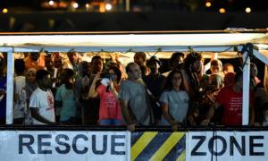 Σε 5 ευρωπαϊκές χώρες οι μετανάστες του Open Arms – Άλλοι 356 περιμένουν στην Μεσόγειο